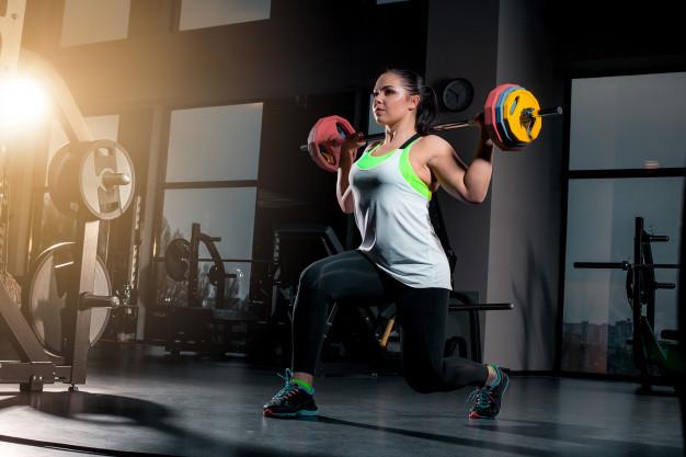 kvinde til vægtløftning