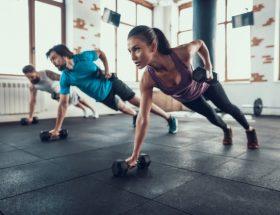 holdtræning i fitnesscenter